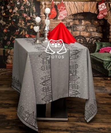 Obrus Świąteczny – Tkanina Domki (160×160 cm)