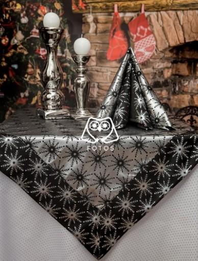 Obrus Świąteczny (160×160 cm)